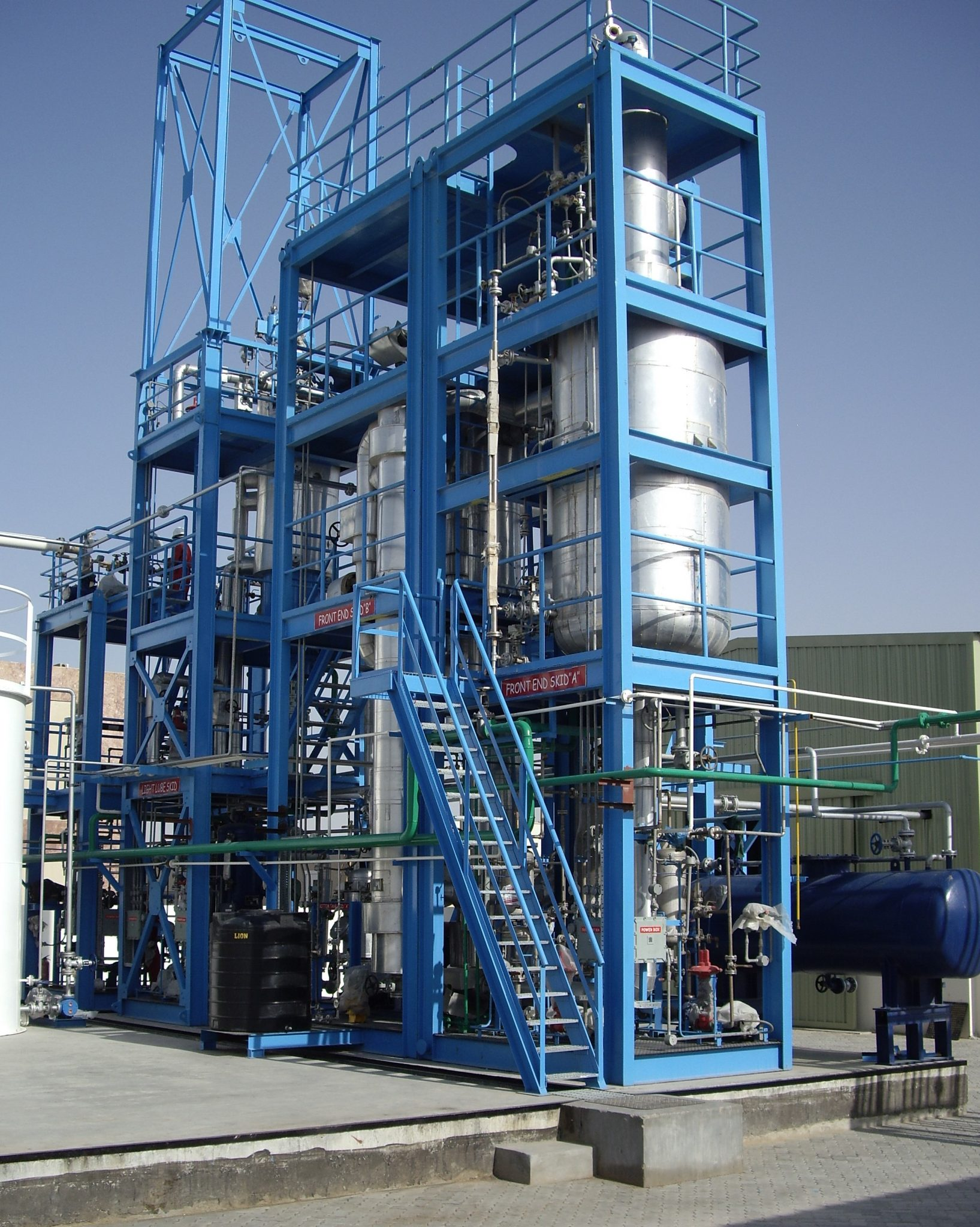 Oil recycling wiped film evaporator package